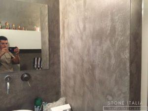 Pavimento e rivestimento del bagno completo in microcemento bicomponente, con una finitura opaca, colore Marrone 20