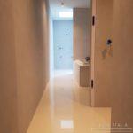 Pavimento in resina epossidica autolivellante, con una finitura lucida, colore Bianco Puro