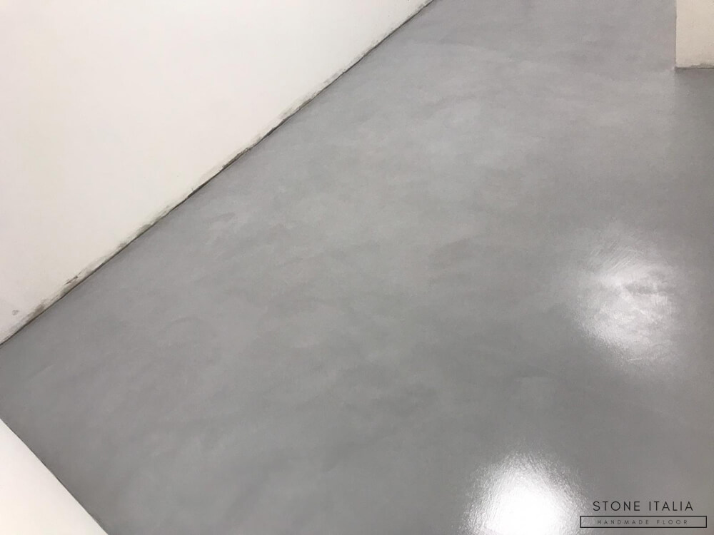 Pavimento in Microcemento, Colore Acciaio, Finitura Satinata/Lucida
